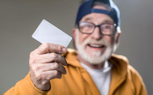 Karta seniora: do czego uprawnia i gdzie ją wyrobić?